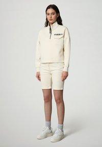 Napapijri - Denim shorts - new milk - 1