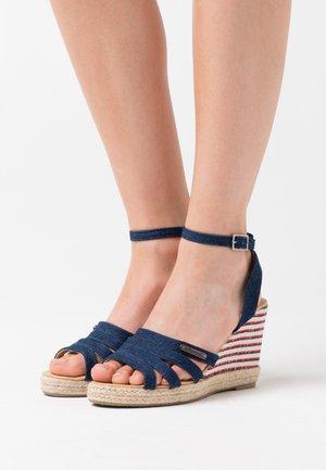 MONTY - Sandály na vysokém podpatku - marine