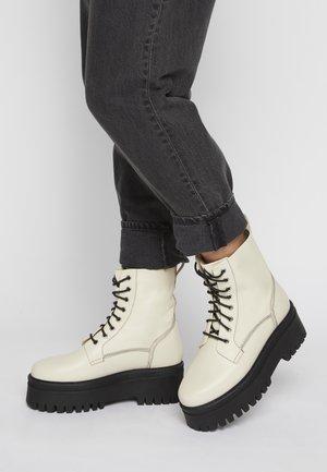 CEDAR - Platform ankle boots - milk