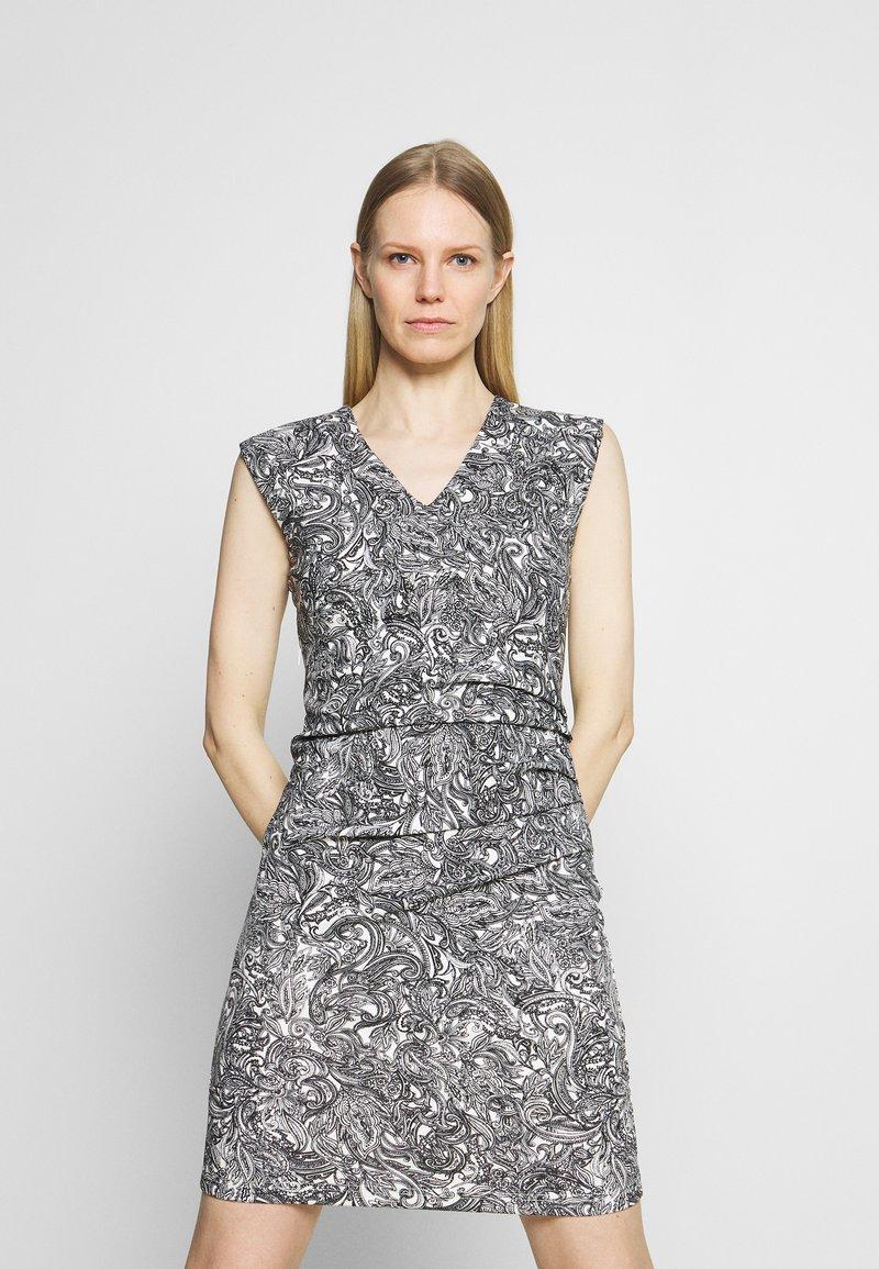Kaffe - PAI INDIA DRESS - Jerseykjoler - chalk/black