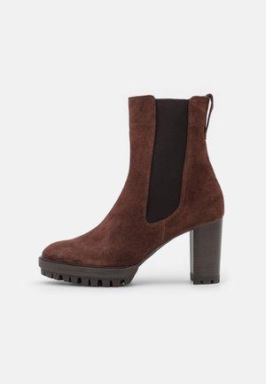 SKY - Kotníkové boty na platformě - chocolat