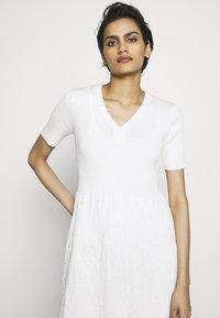 M Missoni - DRESS - Strikket kjole - white - 3