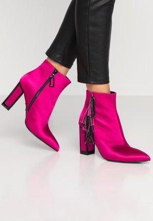 ALICIA - Kotníková obuv na vysokém podpatku - teaberry