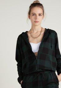 Tezenis - Zip-up hoodie - schwarz - black/pine green tartan check - 0