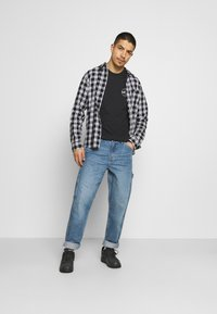 Levi's® - TAPERED CARPENTER - Jeans relaxed fit - med indigo - 1