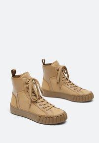 Uterqüe - Sneakers hoog - nude - 1