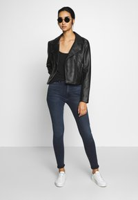 Tommy Jeans - SYLVIA HIGH RISE SUP SKY - Jeans Skinny Fit - dark-blue denim - 1