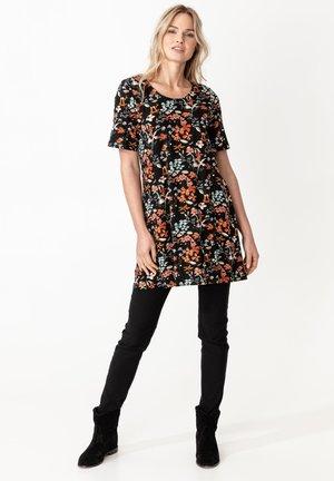 SALLY - Žerzejové šaty - black