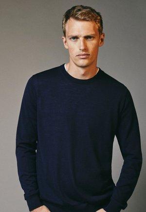MIT RUNDAUSSCHNITT - Sweatshirt - blue-black denim