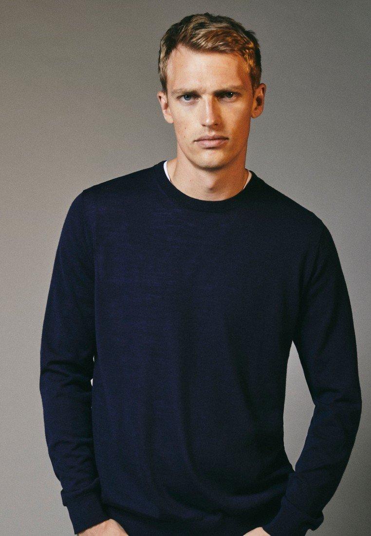 Massimo Dutti - MIT RUNDAUSSCHNITT - Sweatshirt - blue-black denim