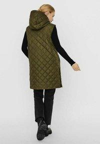 Vero Moda - Waistcoat - ivy green - 2