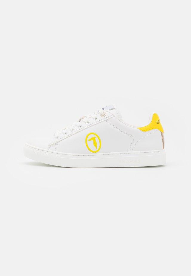 GALIUM POP MIX - Tenisky - white/yellow