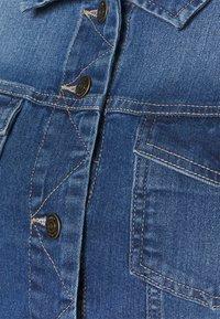 ONLY Carmakoma - CARWESPA LIFE JACKET  - Jeansjakke - medium blue denim - 2