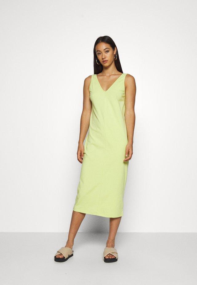 RIONA DRESS - Shift dress - grün