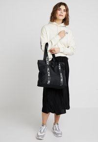 HXTN Supply - PRIME TOTE - Shoppingveske - black - 1