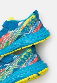 ASICS - PRE-NOOSA TRI 13 UNISEX - Zapatillas de competición - reborn blue/sour yuzu - 5