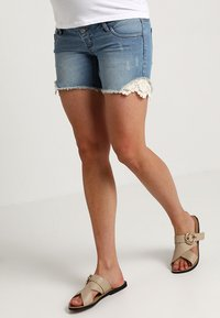 MAMALICIOUS - MLCASIS - Szorty jeansowe - light blue denim - 0