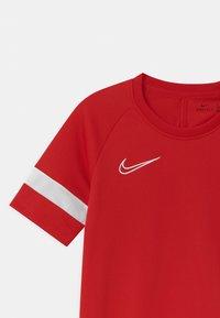 Nike Performance - ACADEMY UNISEX - Triko spotiskem - university red/white - 2