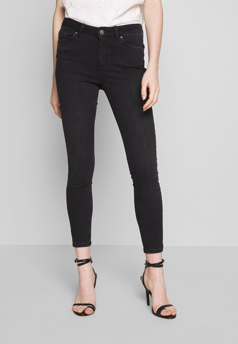Pieces - PCDELLY NOOS - Jeans Skinny Fit - black