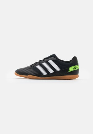 SUPER SALA - Indoor football boots - core black/footwear white/solar green
