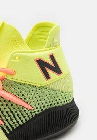 New Balance - BBOMNX - Basketball shoes - pink/black - 5