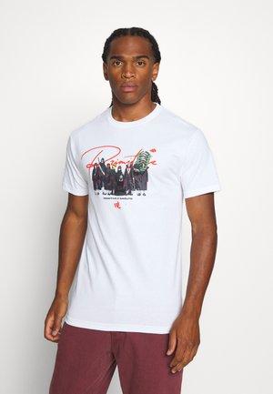 AKATSUKI CLAN TEE - Camiseta estampada - white