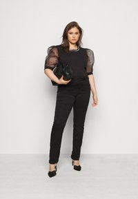 New Look Curves - PEARL TRIM ORGANZA TEE - T-shirt con stampa - black - 1