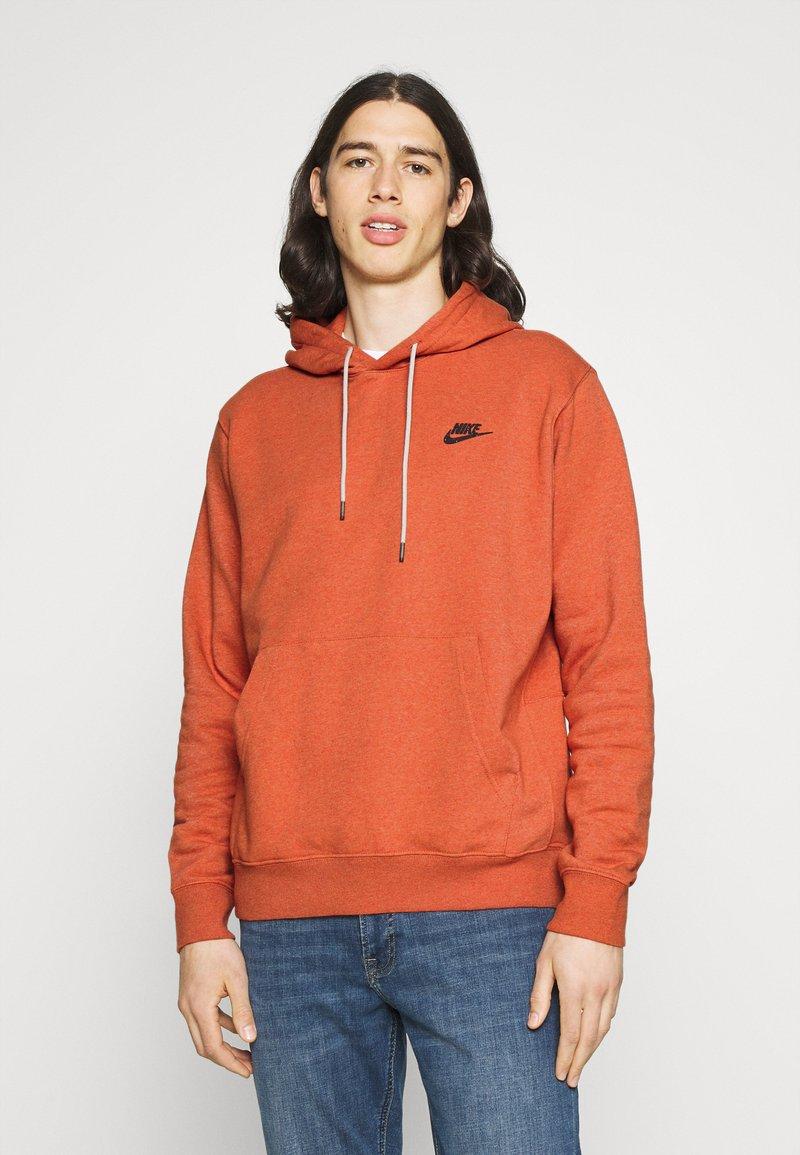 Nike Sportswear - HOODIE - Hoodie - light sienna