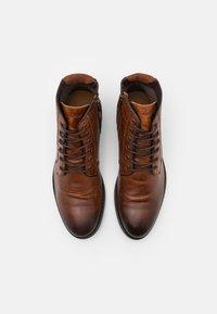 ALDO - OLIELLE - Šněrovací kotníkové boty - cognac - 3