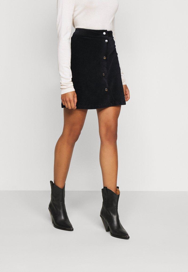 ONLY Petite - ONLFENJA LIFE BUTTON SKIRT - Mini skirt - black