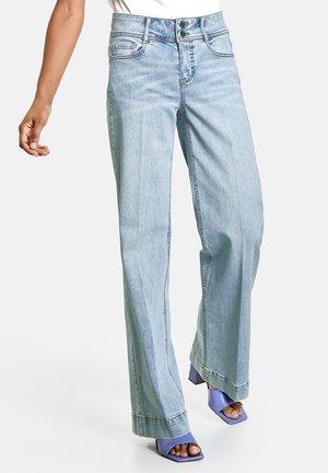 HOSE  LANG WEITE  WIDE LEG TS - Flared Jeans - light blue denim