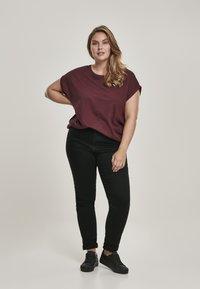 Urban Classics - EXTENDED SHOULDER TEE - Camiseta básica - redwine - 1