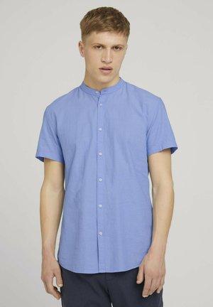 MIT STEHKRAGEN - Overhemd - light blue minimal dobby
