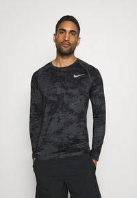 Nike Performance - T-shirt de sport - iron grey/white - 0