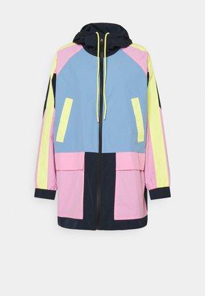 COLOURBLOCK HOOD - Waterproof jacket - blue/pink/yellow