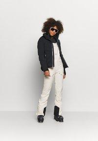 Billabong - DRIFTER - Snow pants - white cap - 1