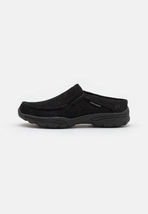 CRESTON - Slippers - black