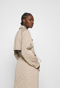 Selected Femme - SLFNINNA QUILTED  - Trenchcoat - silver mink - 4