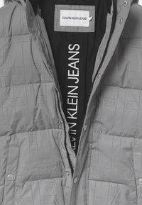 Calvin Klein Jeans - REFLECTIVE LOGO TAPE - Zimní bunda - black/silver - 5