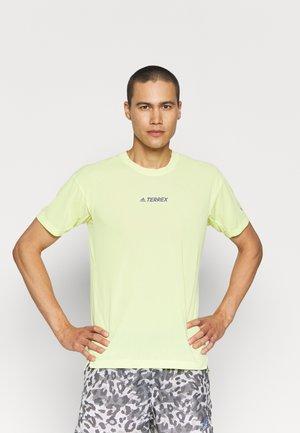 ALLA TEE - T-shirt med print - pulse yellow