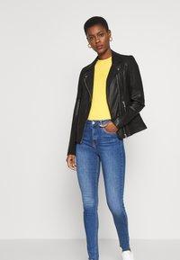 NA-KD Tall - HIGH WAIST RAW - Jeans Skinny Fit - mid blue - 1