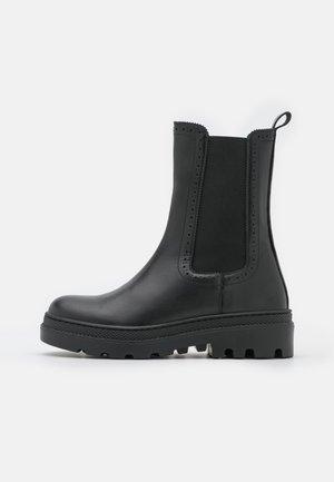 ALEGRIA - Platform ankle boots - noir
