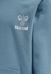 Hummel - Bluza z kapturem - bluestone - 3