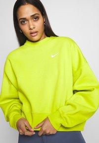 Nike Sportswear - CREW TREND - Sweatshirt - bright cactus - 4