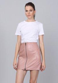 Basics and More - Leather skirt - powder - 0