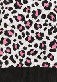DKNY - LEOPARD CREWNECK  - Jumper - ivory black pink icing - 6
