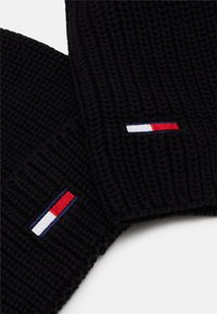 Tommy Jeans - BASIC SCARF BEANIE SET   - Szal - black - 4