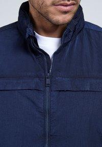 Guess - Summer jacket - blau - 3