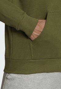 adidas Performance - FI HOOD BD MUST HAVES SPORTS RELAXED SWEATSHIRT HOODIE - Luvtröja - green - 5