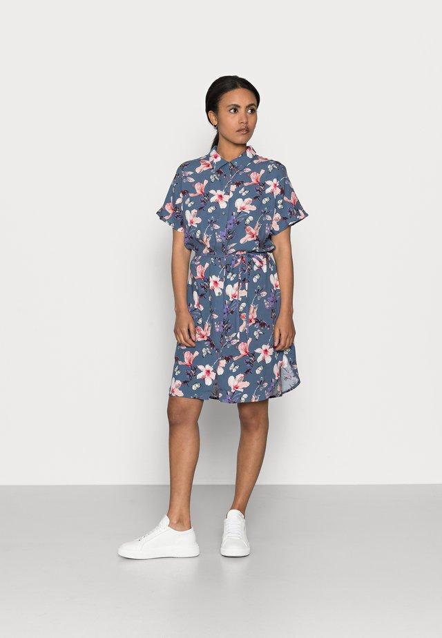 ONLNOVA LIFE SHIRT DRESS  - Korte jurk - vintage indigo/butterfly floral
